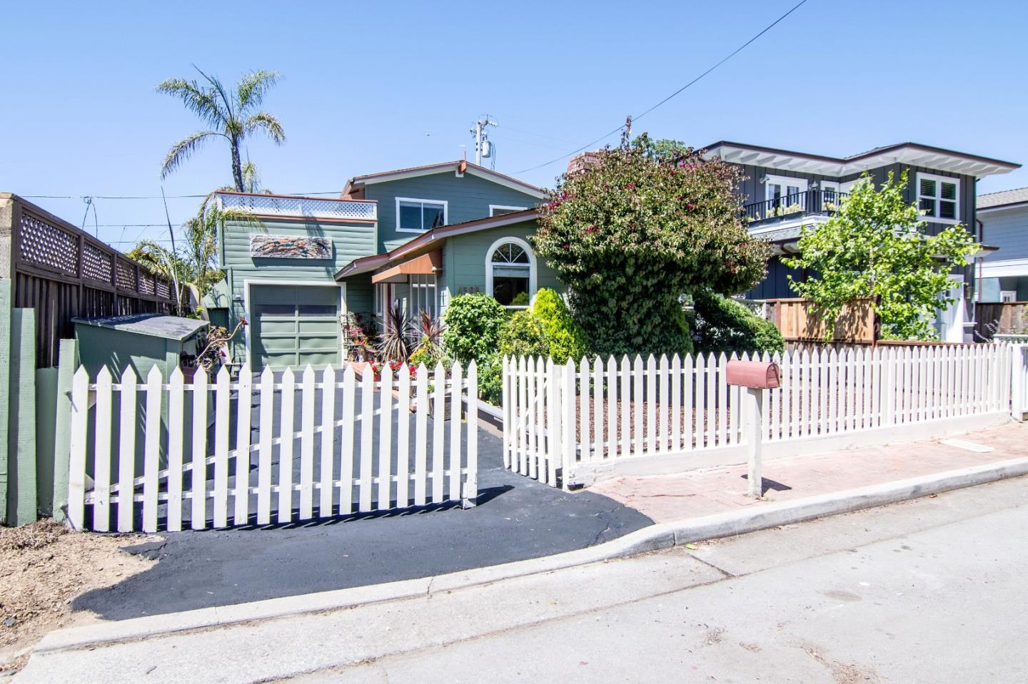 Single Family Home for Sale at 4595 Emerald Street Capitola, California 95010 United States