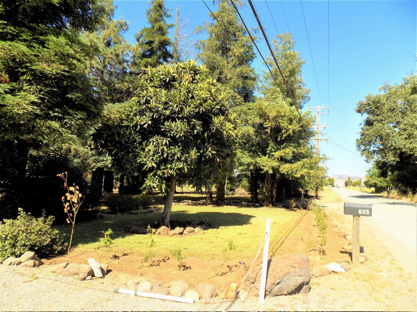Additional photo for property listing at 625 Tatum Avenue  Gilroy, California 95020 United States