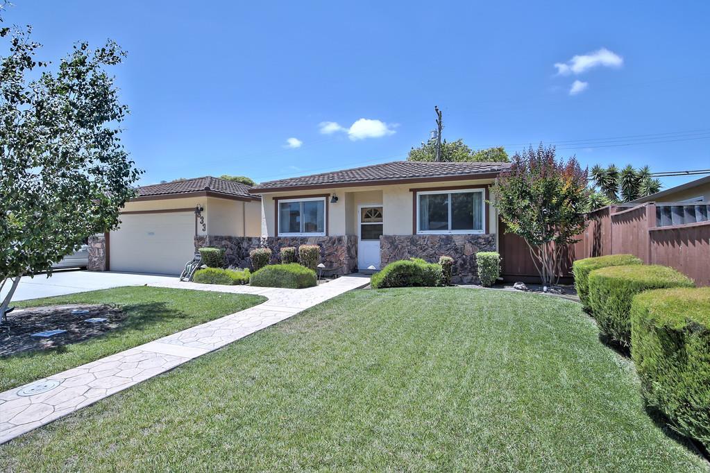 Частный односемейный дом для того Продажа на 833 Laurie Avenue Santa Clara, Калифорния 95054 Соединенные Штаты