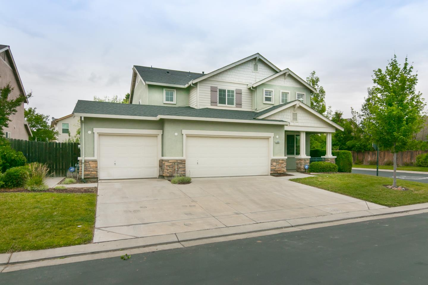 Single Family Home for Sale at 13405 Rivercrest Drive Waterford, California 95386 United States