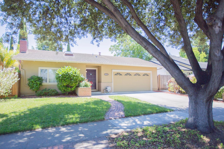 Maison unifamiliale pour l Vente à 4010 Valerie Drive Campbell, Californie 95008 États-Unis