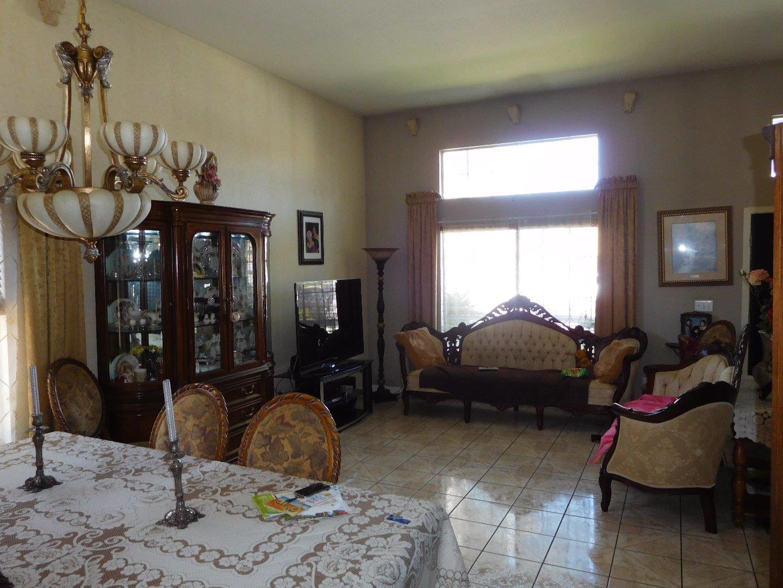 Additional photo for property listing at 1040 Hickory Court  Hollister, California 95023 Estados Unidos