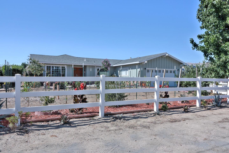 واحد منزل الأسرة للـ Sale في 1205 Manning Court San Martin, California 95046 United States