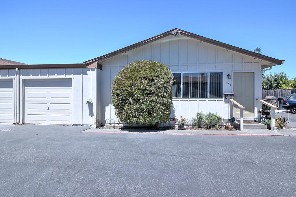 多棟聯建住宅 為 出售 在 179 Carnation Drive Freedom, 加利福尼亞州 95019 美國