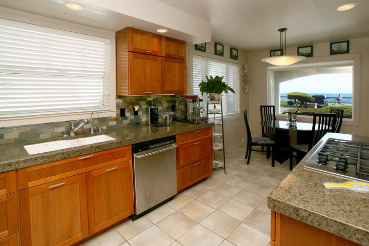 Additional photo for property listing at 950 W Cliff Drive  Santa Cruz, Californie 95060 États-Unis