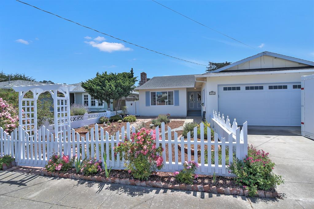 Single Family Home for Sale at 450 Lancaster Boulevard Moss Beach, California 94038 United States