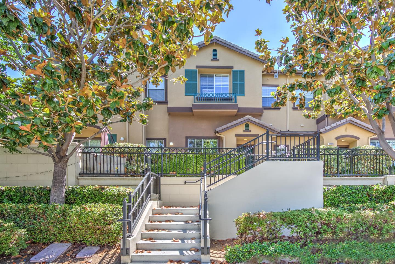 Maison accolée pour l Vente à 3277 Vineyard Park Way San Jose, Californie 95135 États-Unis