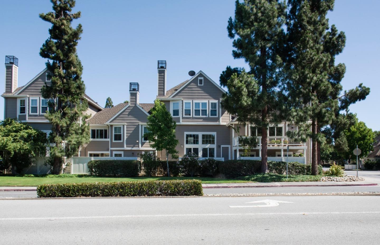 Maison accolée pour l Vente à 1103 Outrigger Lane Foster City, Californie 94404 États-Unis