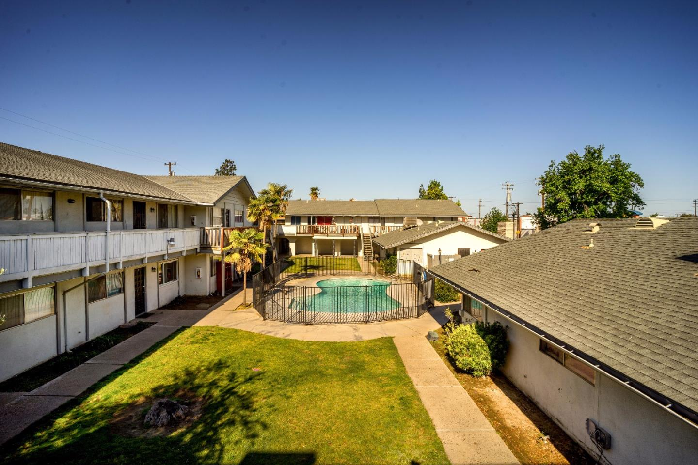 Multi-Family Home for Sale at 1115 W Simpson Avenue Fresno, California 93705 United States