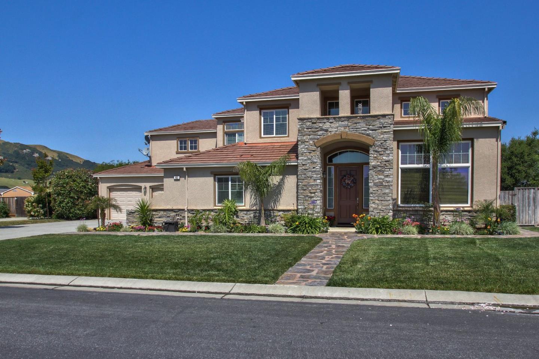 Частный односемейный дом для того Продажа на 412 Via Vaquero Sur San Juan Bautista, Калифорния 95045 Соединенные Штаты