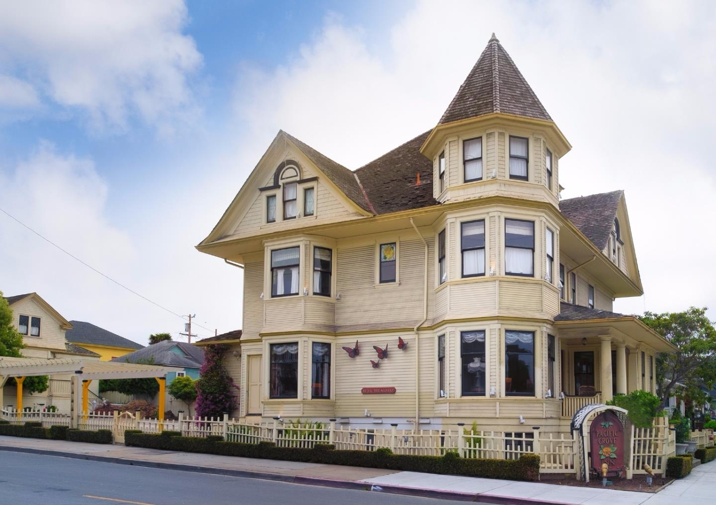 Commercial for Sale at 581 Pine Avenue Pacific Grove, California 93950 United States