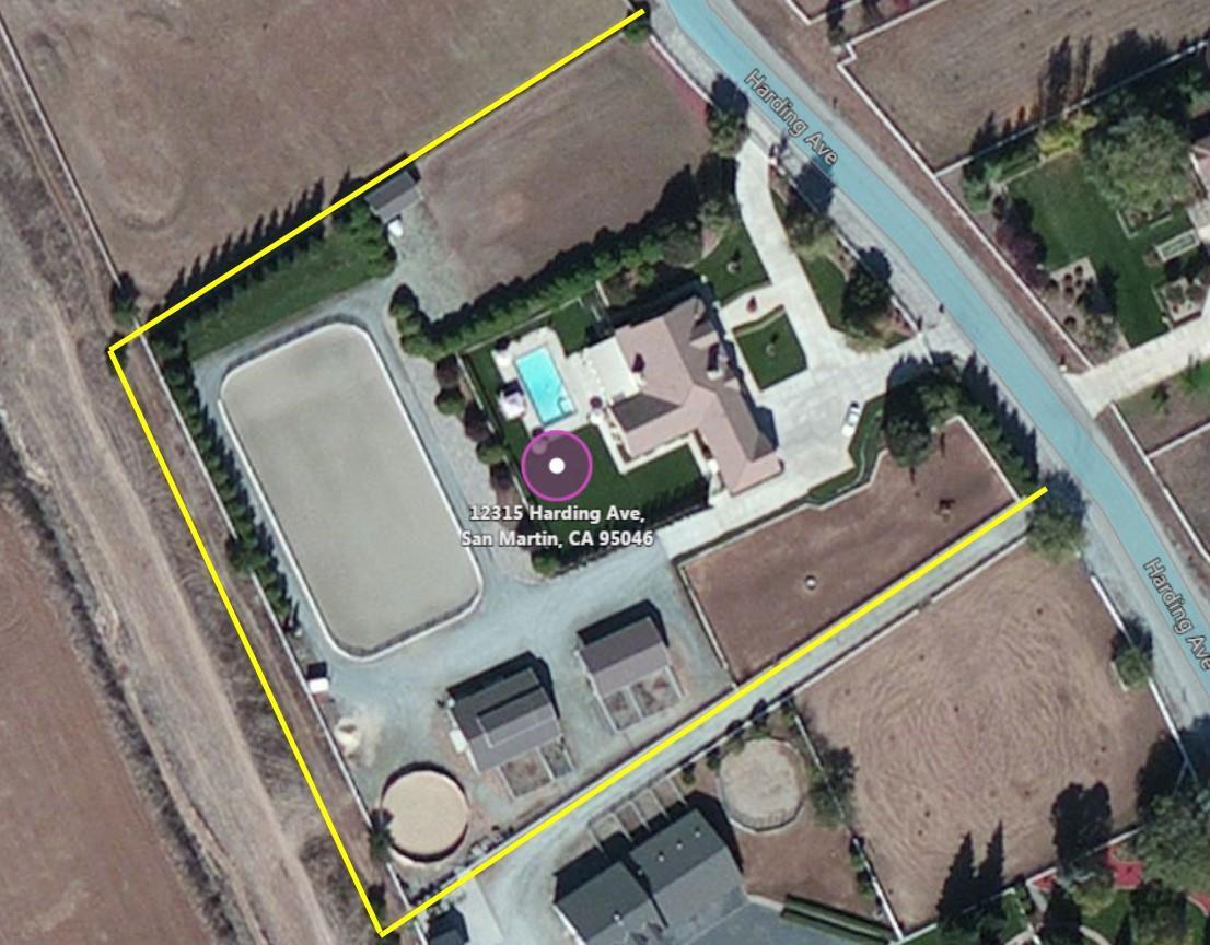 واحد منزل الأسرة للـ Sale في 12315 Harding Avenue San Martin, California 95046 United States