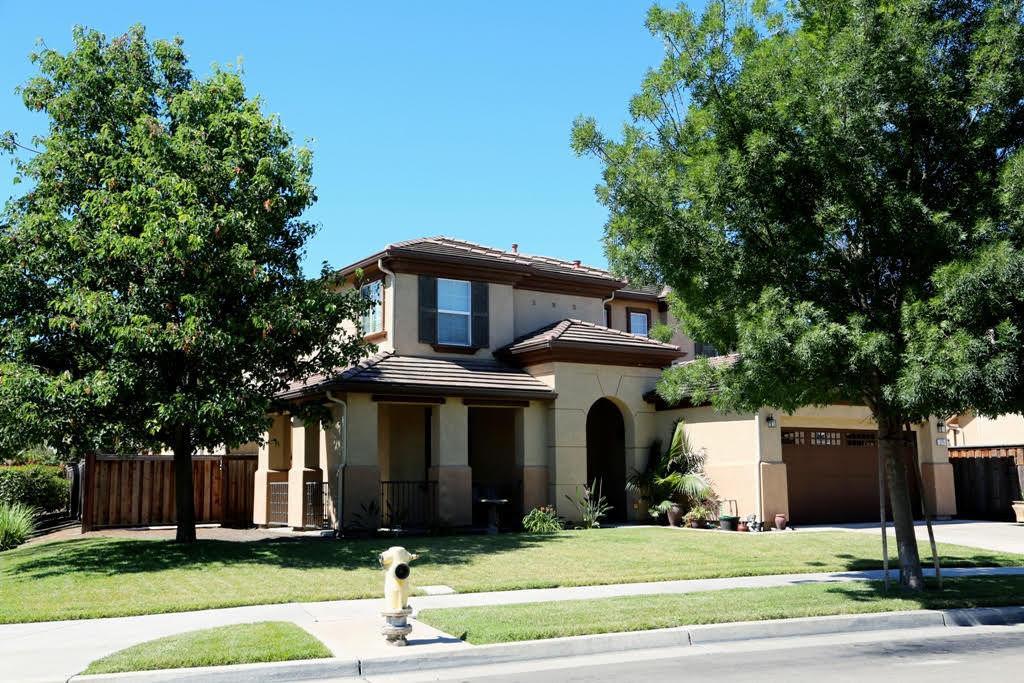Maison unifamiliale pour l Vente à 576 Bramblewood Avenue Lathrop, Californie 95330 États-Unis