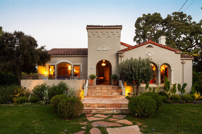 Maison unifamiliale pour l Vente à 917 Durlston Road Redwood City, Californie 94062 États-Unis