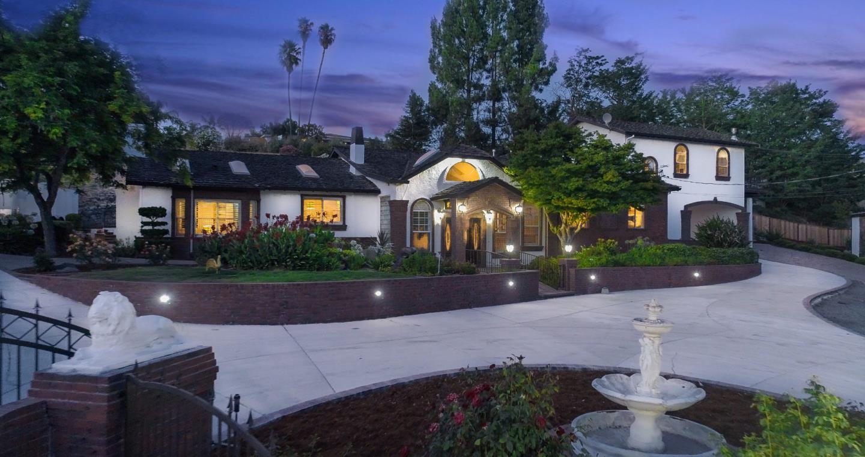 واحد منزل الأسرة للـ Sale في 14210 Lesley Lane San Martin, California 95046 United States