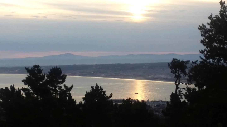 Таунхаус для того Продажа на 70 Forest Ridge #24 Monterey, Калифорния 93940 Соединенные Штаты