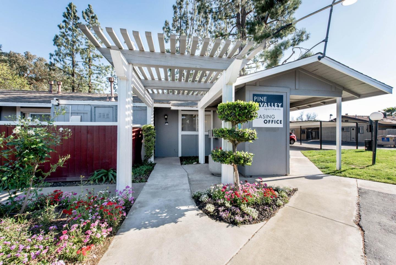 Многосемейный дом для того Продажа на 4091 N Marks Avenue Fresno, Калифорния 93722 Соединенные Штаты