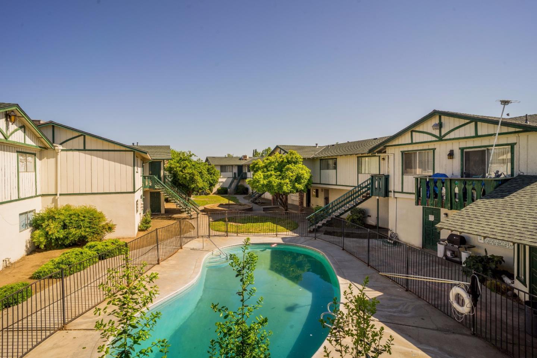 Многосемейный дом для того Продажа на 2330 E Ashlan Avenue Fresno, Калифорния 93726 Соединенные Штаты