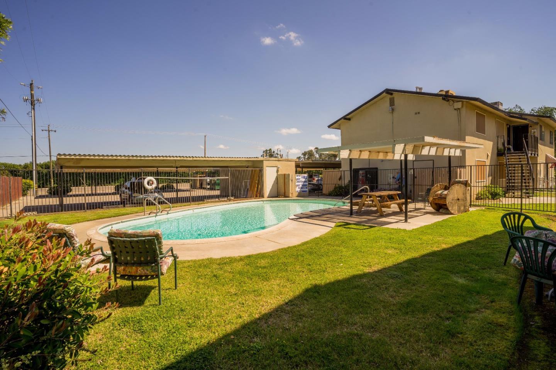 Maison avec plusieurs logements pour l Vente à 415 N Manila Avenue Fresno, Californie 93727 États-Unis