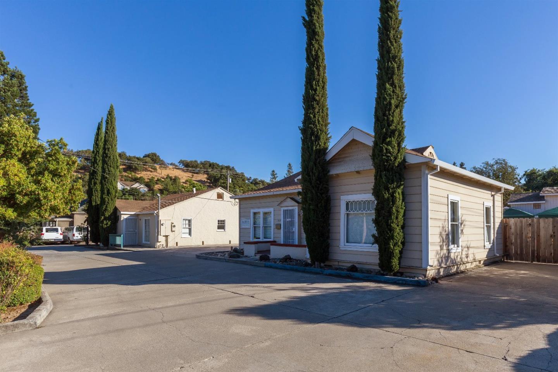 Commercial pour l Vente à 17525 Del Monte Avenue Morgan Hill, Californie 95037 États-Unis