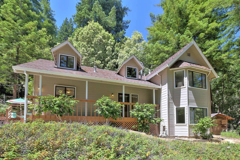 واحد منزل الأسرة للـ Sale في 1121 Lost Acre Drive 1121 Lost Acre Drive Felton, California 95018 United States