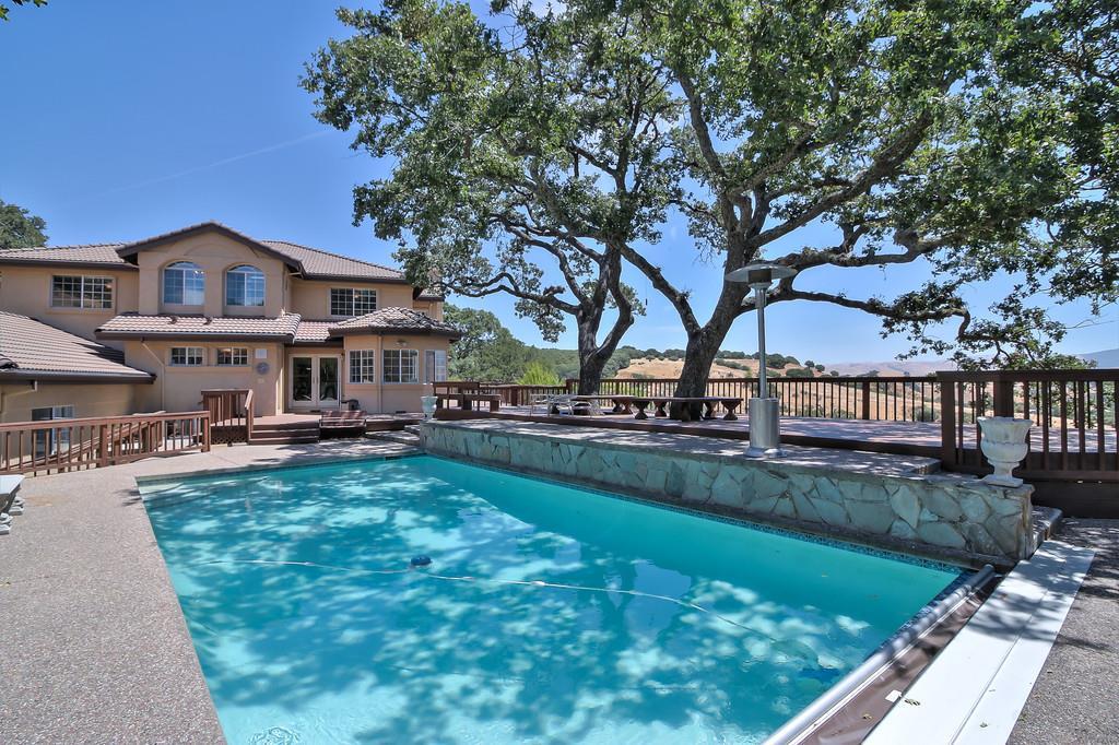 Maison unifamiliale pour l Vente à 244 Kilkare Road Sunol, Californie 94586 États-Unis
