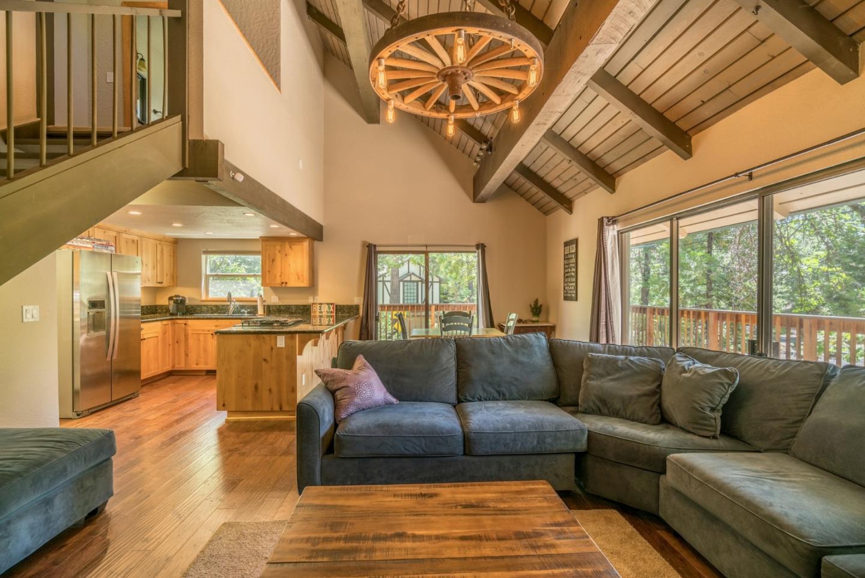 Частный односемейный дом для того Продажа на 18437 Pine View Drive Twain Harte, Калифорния 95383 Соединенные Штаты