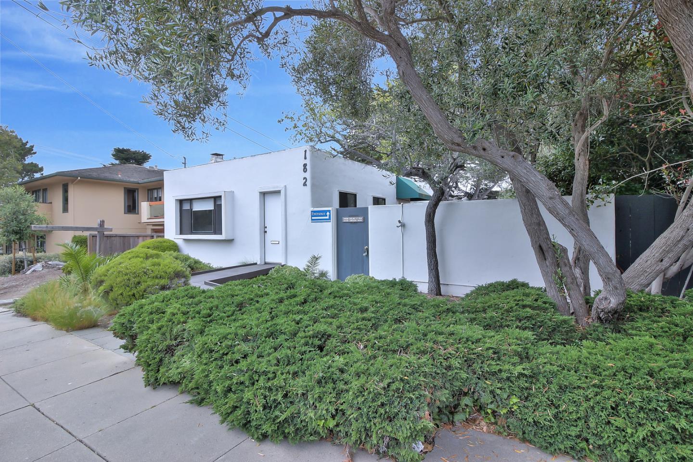 Casa Unifamiliar por un Alquiler en 182 El Dorado Street Monterey, California 93940 Estados Unidos