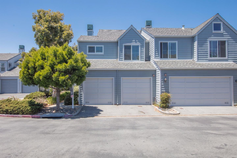 Maison accolée pour l Vente à 20 Charthouse Lane Foster City, Californie 94404 États-Unis