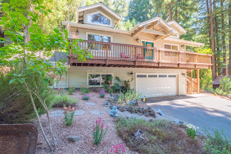 Maison unifamiliale pour l Vente à 414 Bernstein Drive Boulder Creek, Californie 95006 États-Unis