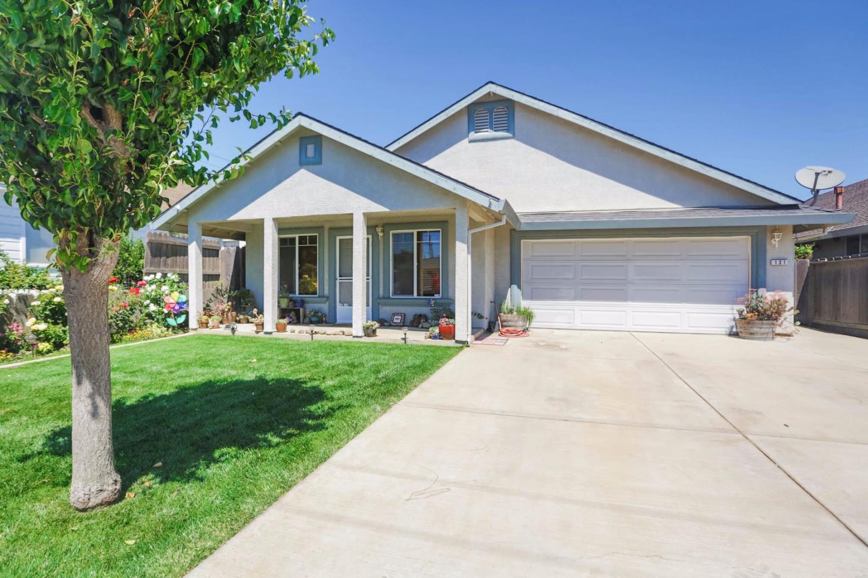 واحد منزل الأسرة للـ Sale في 121 3rd Street Gonzales, California 93926 United States