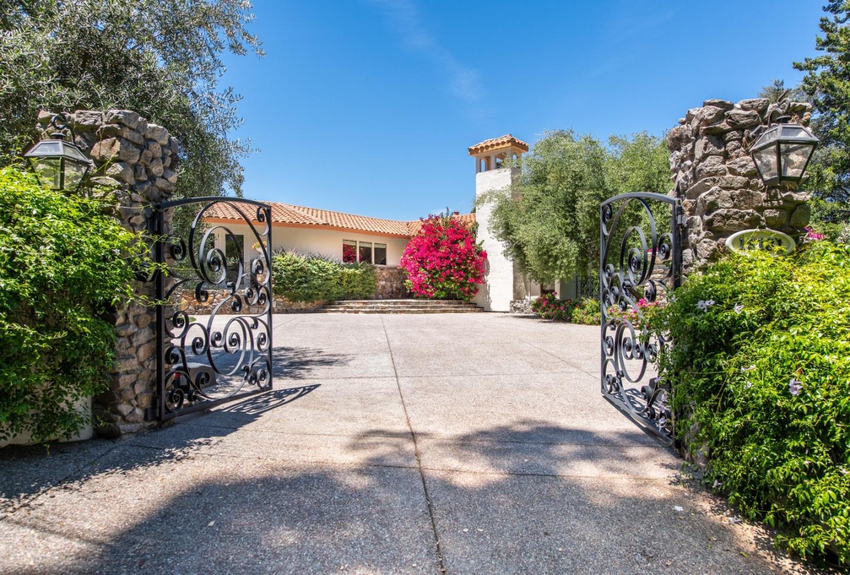 Maison unifamiliale pour l Vente à 16181 MATILIJA Drive Los Gatos, Californie 95030 États-Unis