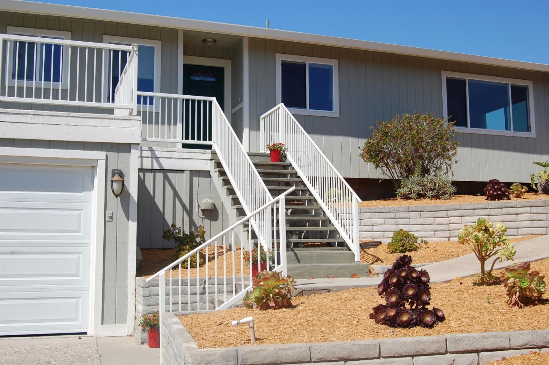 Частный односемейный дом для того Продажа на 10 Valencia Court Seaside, Калифорния 93955 Соединенные Штаты