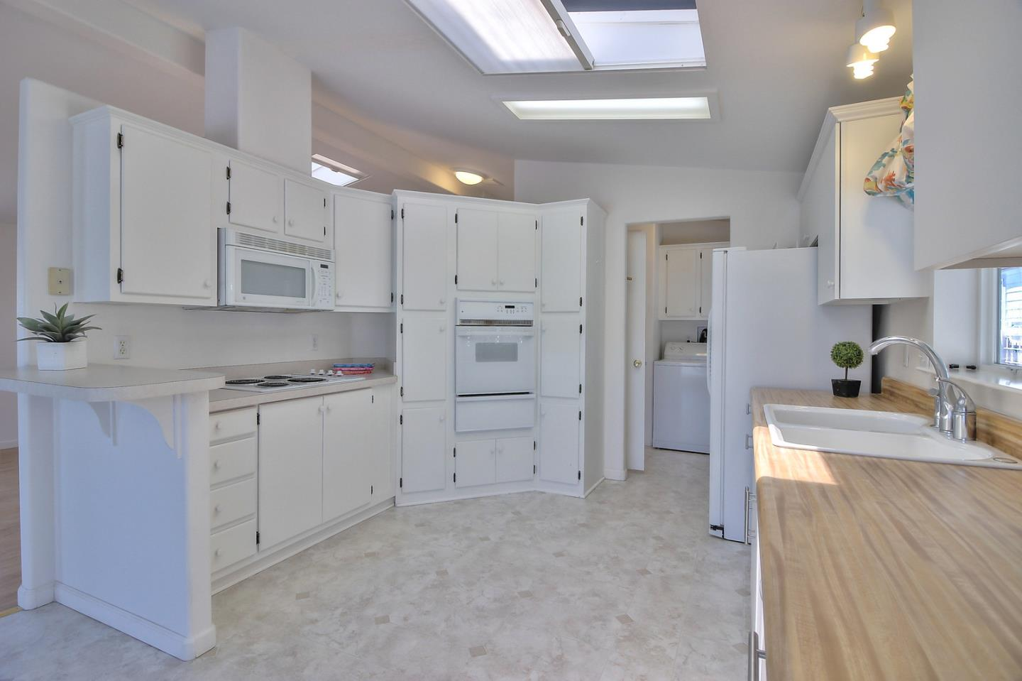Additional photo for property listing at 2395 Delaware Avenue  Santa Cruz, カリフォルニア 95060 アメリカ合衆国