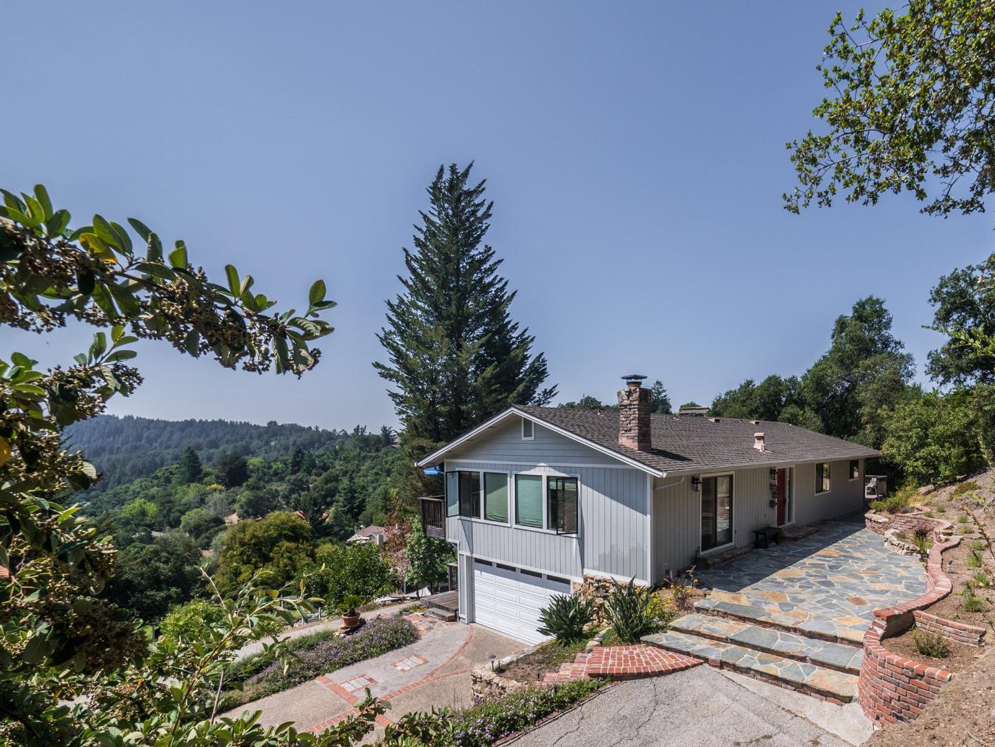 Частный односемейный дом для того Продажа на 237 Blossom Way Scotts Valley, Калифорния 95066 Соединенные Штаты
