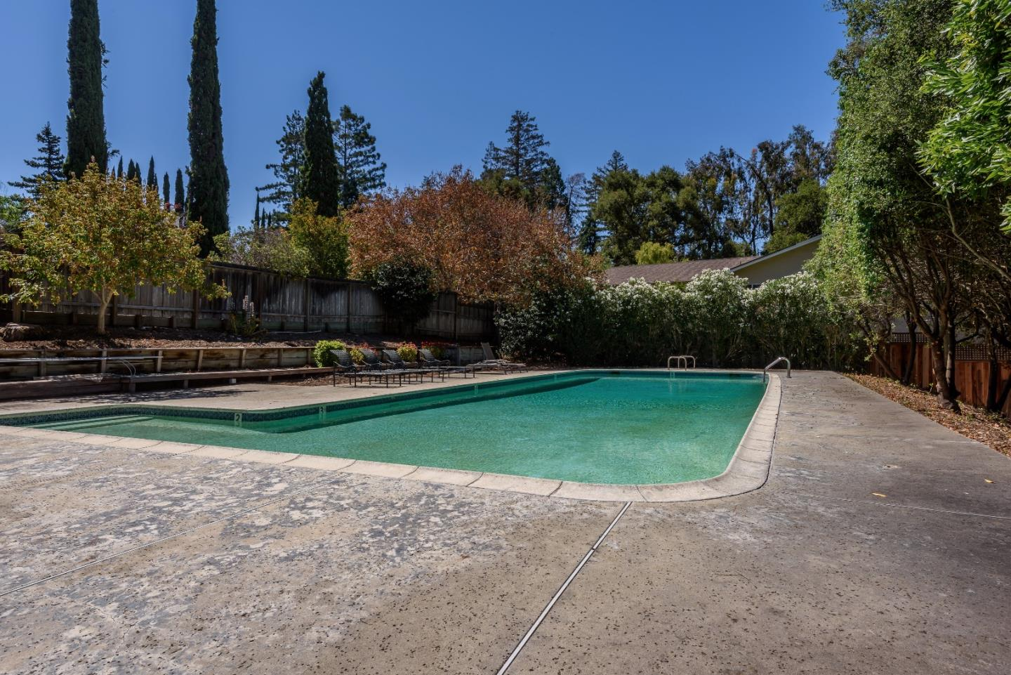 Additional photo for property listing at 13 Cypress Court  Los Altos, California 94022 Estados Unidos