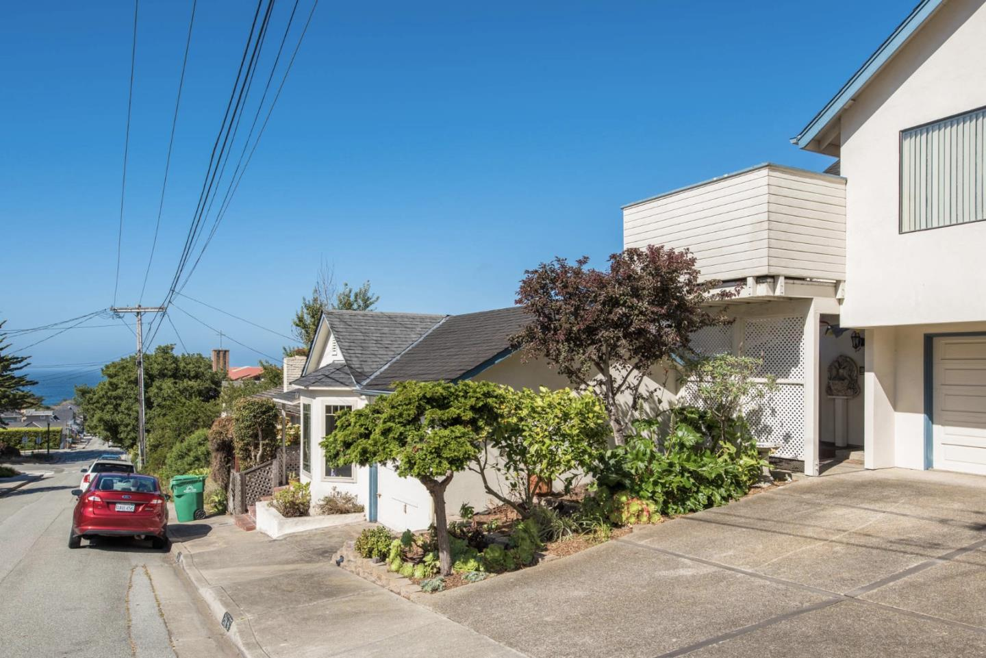 Additional photo for property listing at 211 10th Street  Pacific Grove, Калифорния 93950 Соединенные Штаты