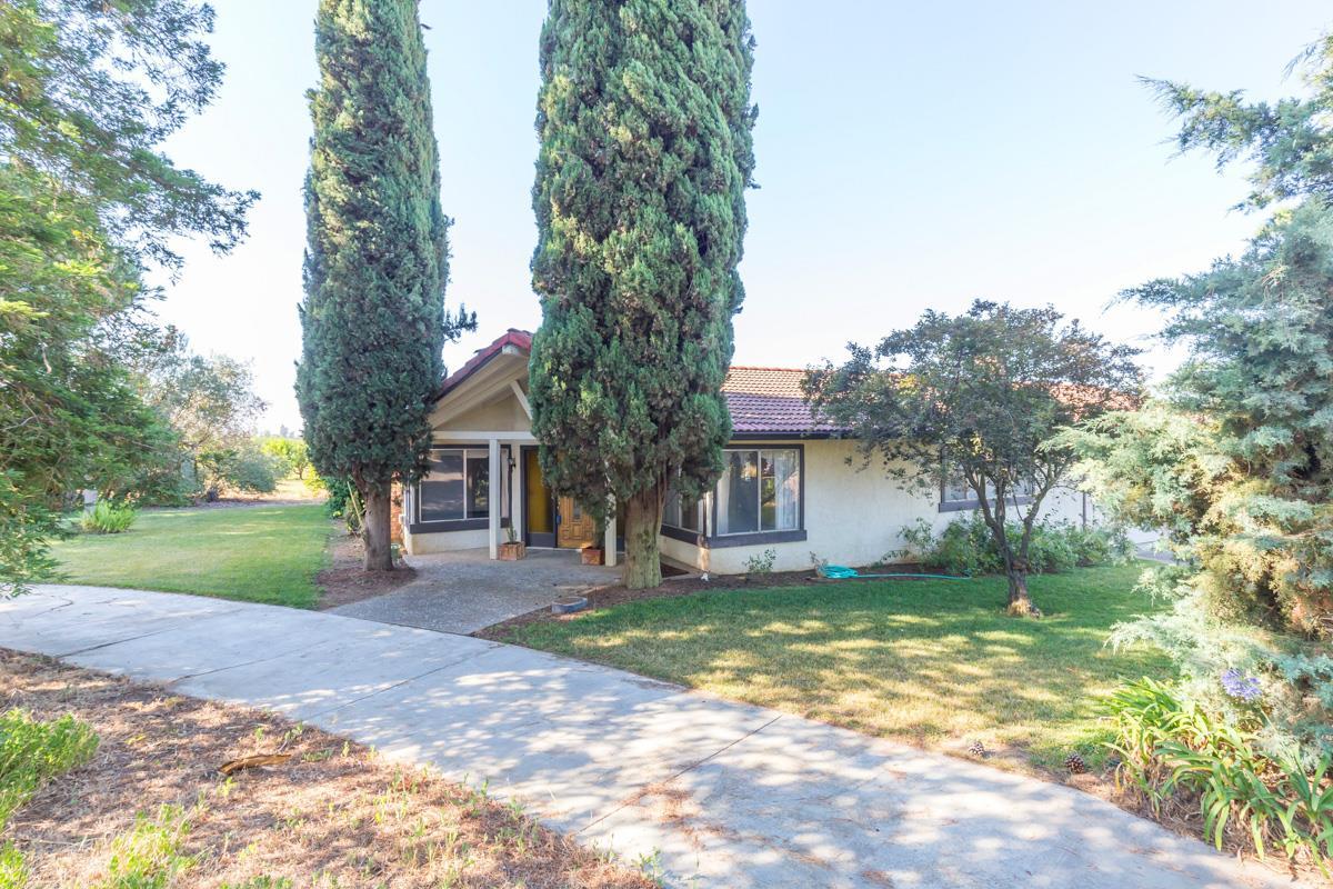 Casa Unifamiliar por un Venta en 592 Foothill Road 592 Foothill Road Hollister, California 95023 Estados Unidos