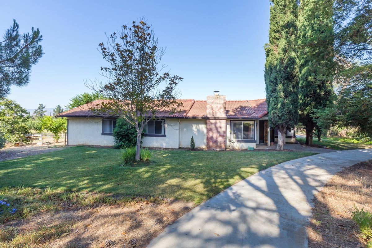Additional photo for property listing at 592 Foothill Road  Hollister, California 95023 United States