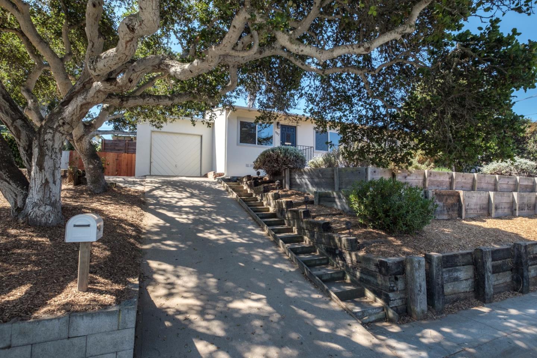 واحد منزل الأسرة للـ Sale في 987 Paloma Road Del Rey Oaks, California 93940 United States