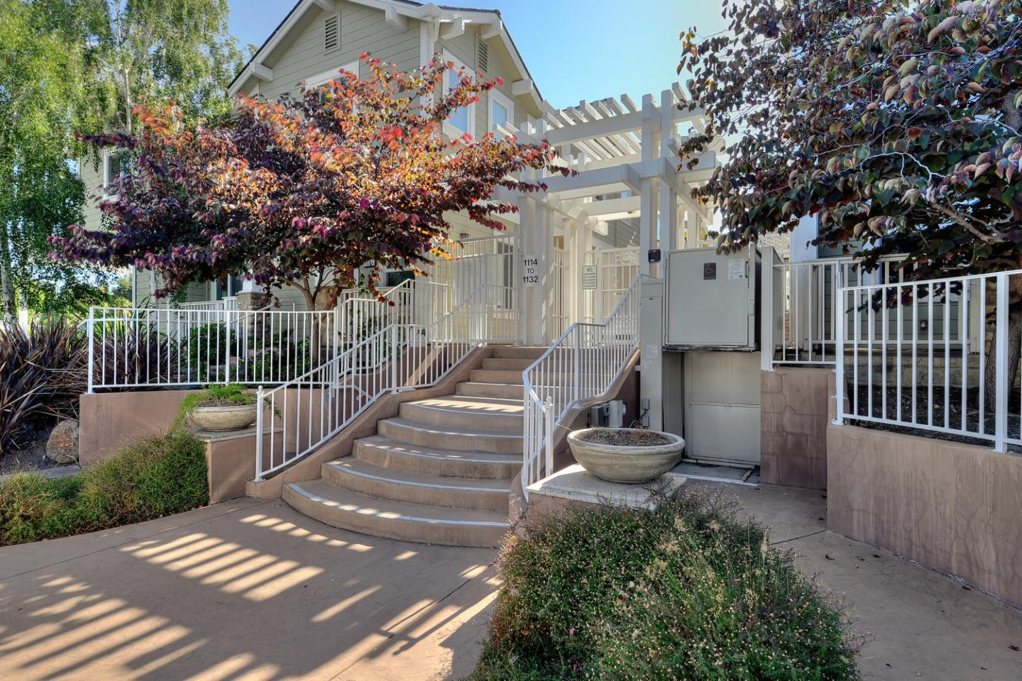 Additional photo for property listing at 1128 Boranda Avenue  Mountain View, California 94040 United States