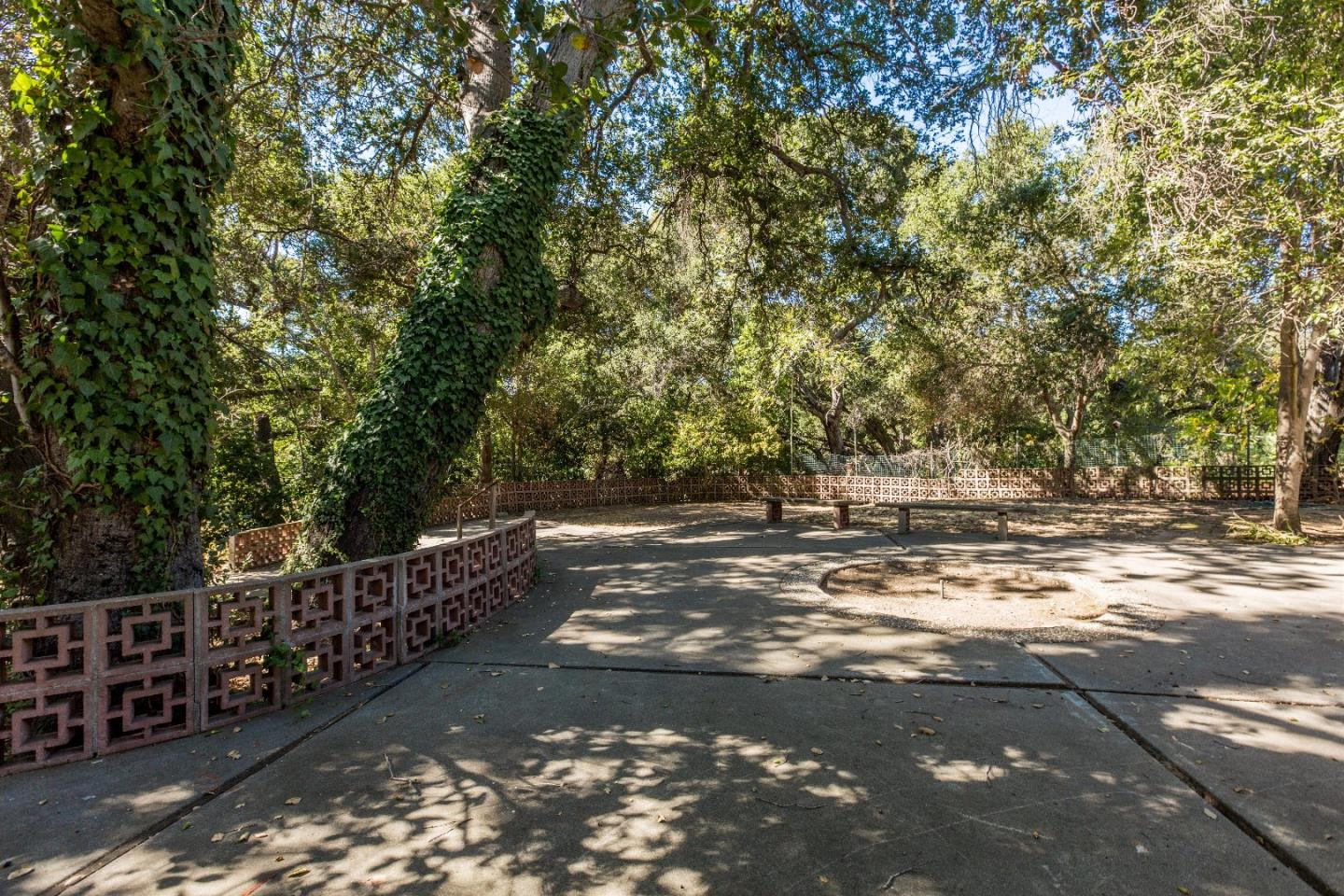 Additional photo for property listing at 115 Old Adobe Road 115 Old Adobe Road Los Gatos, Kalifornien 95032 Vereinigte Staaten