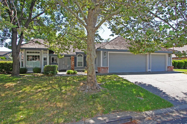 Maison unifamiliale pour l Vente à 1410 Aberdeen Circle Roseville, Californie 95746 États-Unis