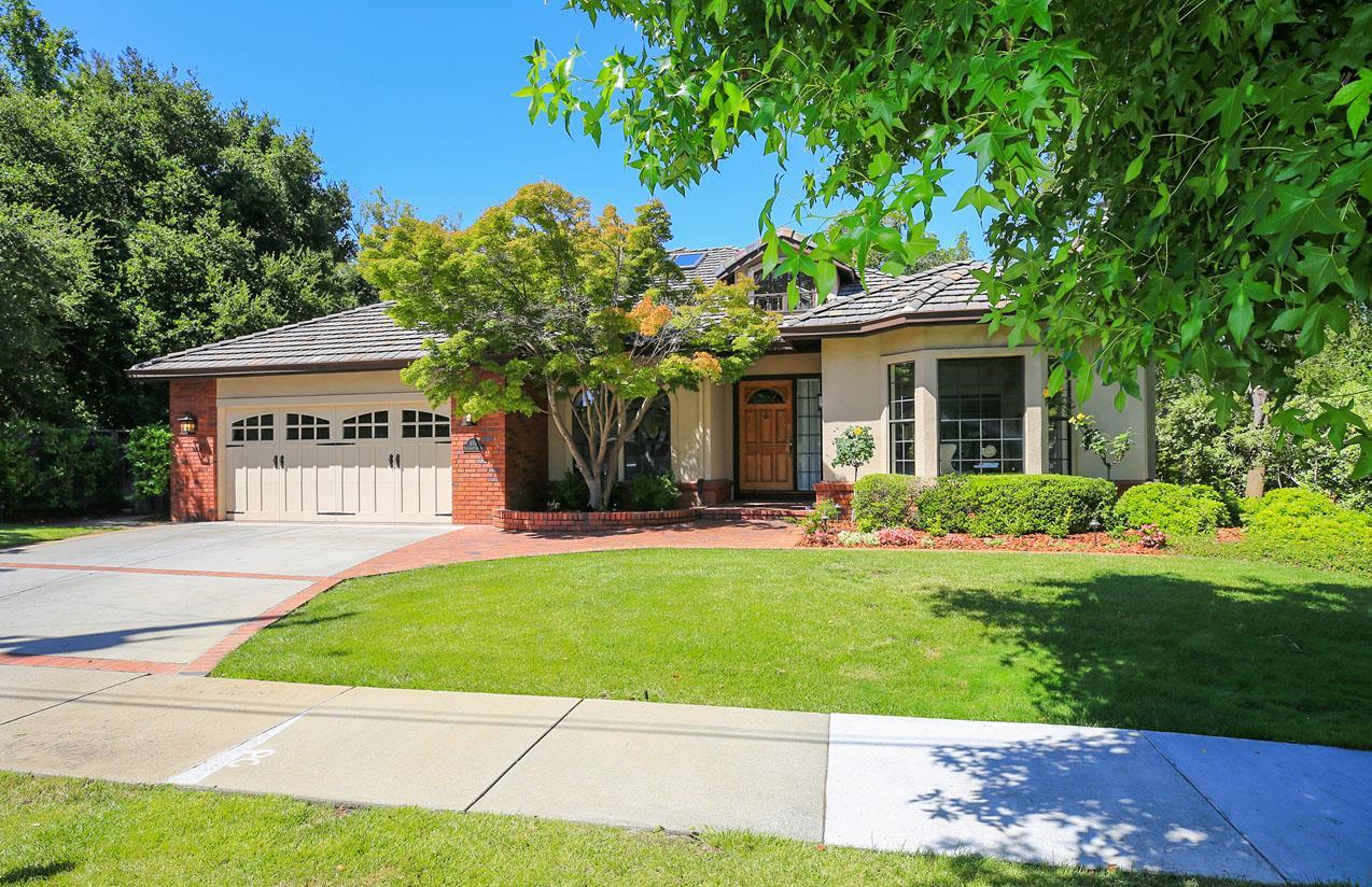Einfamilienhaus für Verkauf beim 670 University Avenue Los Altos, Kalifornien 94022 Vereinigte Staaten