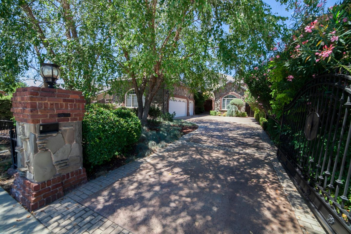 Additional photo for property listing at 1514 Padres Drive  San Jose, Калифорния 95125 Соединенные Штаты