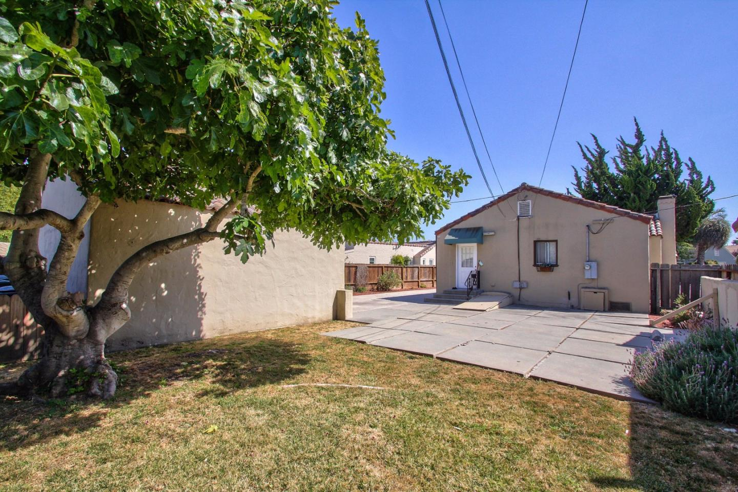 Additional photo for property listing at 14 Orange Drive  Salinas, California 93901 Estados Unidos