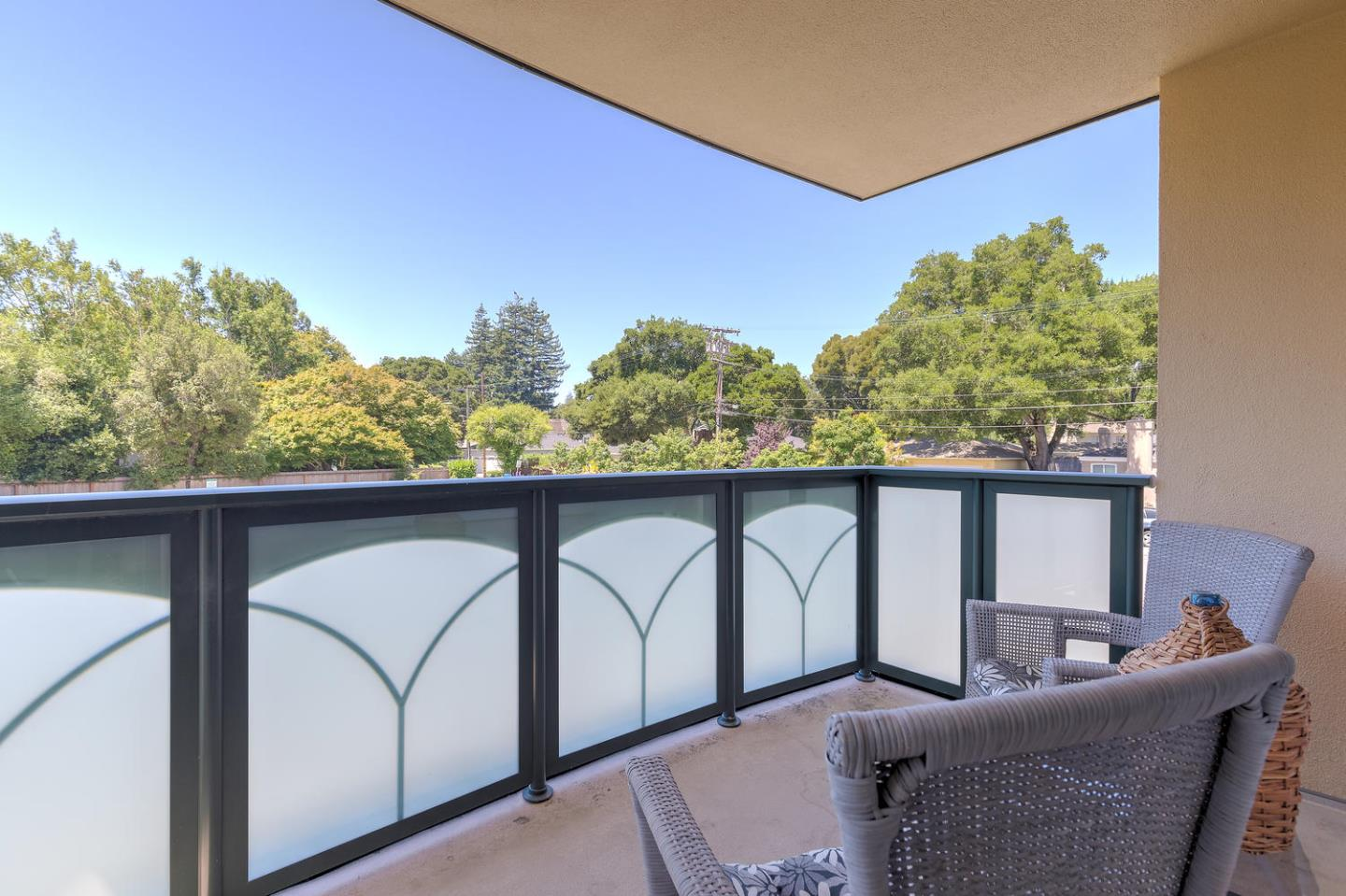 Additional photo for property listing at 10 Crystal Springs Road 10 Crystal Springs Road San Mateo, Kalifornien 94402 Vereinigte Staaten
