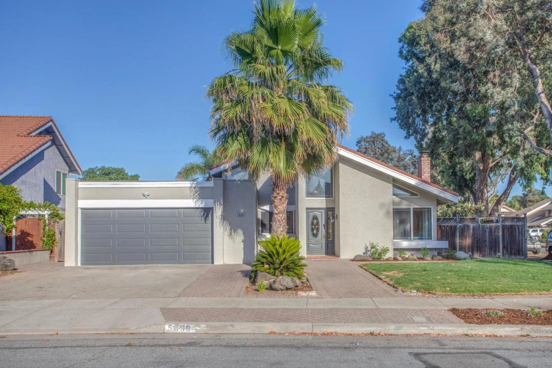 Частный односемейный дом для того Продажа на 5096 Bougainvillea Drive San Jose, Калифорния 95111 Соединенные Штаты