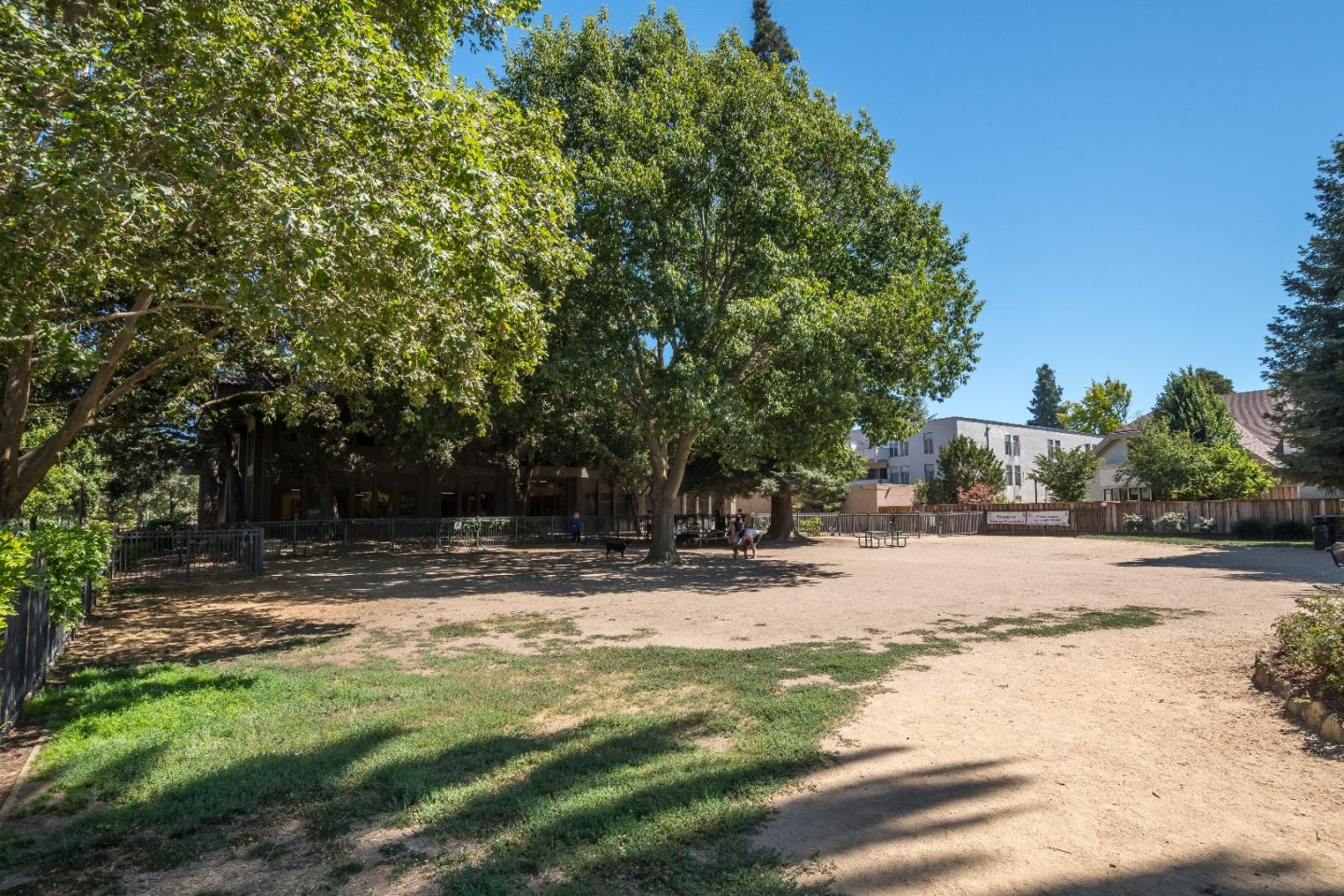 Additional photo for property listing at 633 Elm Street  San Carlos, California 94070 Estados Unidos