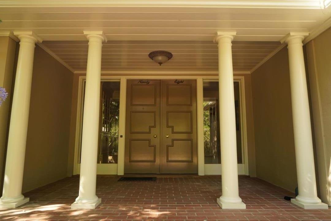 Maison unifamiliale pour l à louer à 98 Magnolia Drive Atherton, Californie 94027 États-Unis